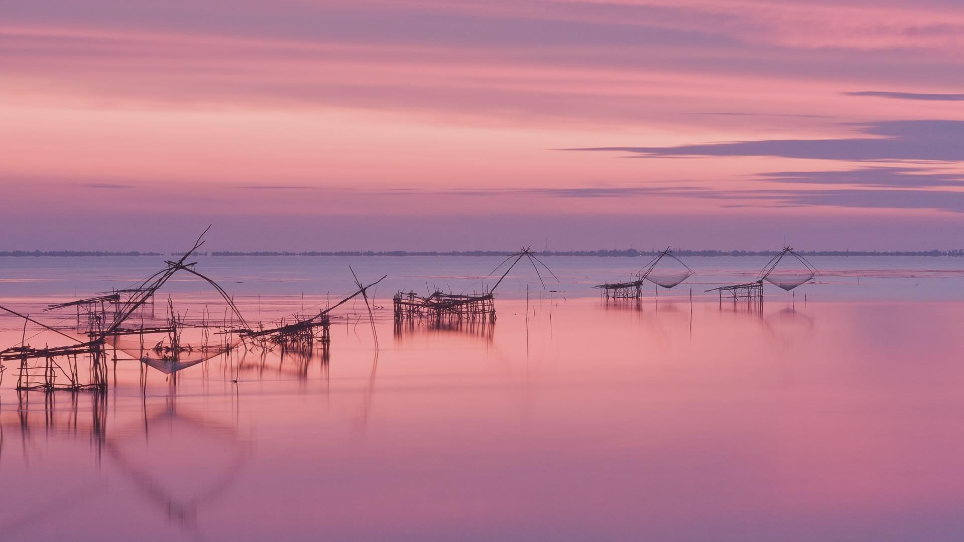 Chine pêche eau et ciel rose