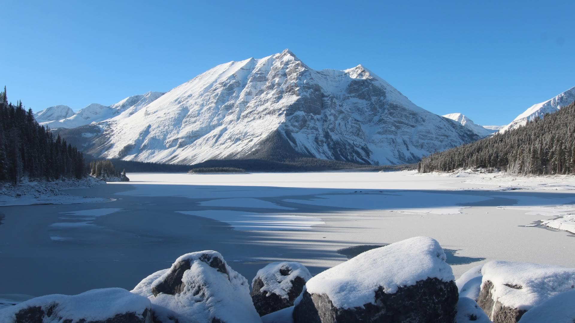 Montagne enneigée Canada