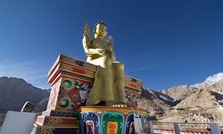 statue dorée inde