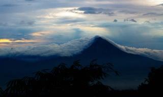 Montagne nuages indonésie