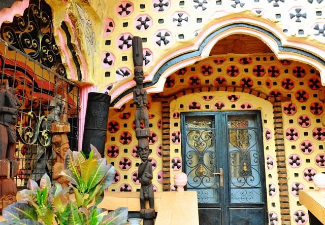 Maison et Statues Cameroun